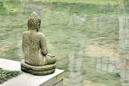 Buddha Is Abused - A Zen Buddhist Spiritual Story by Anthony de Mello